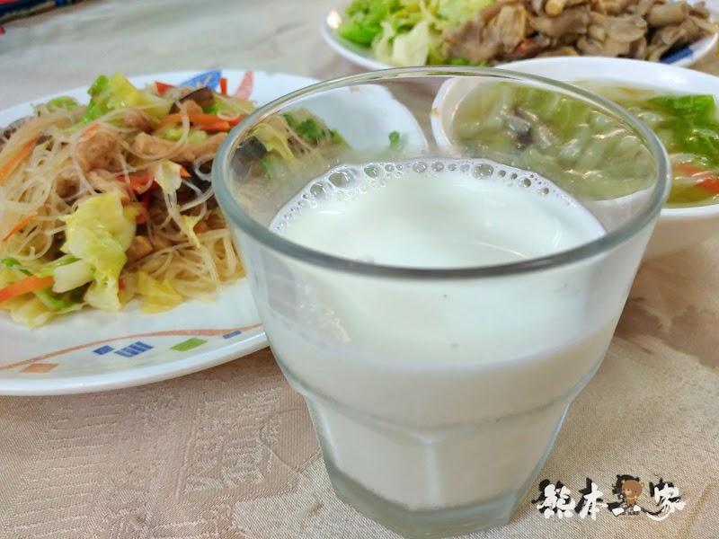 苗栗特色料理|飛牛餐廳|牧場起司酥、鮮奶饅頭酥好吃-還有素食、單點、團體合菜選擇