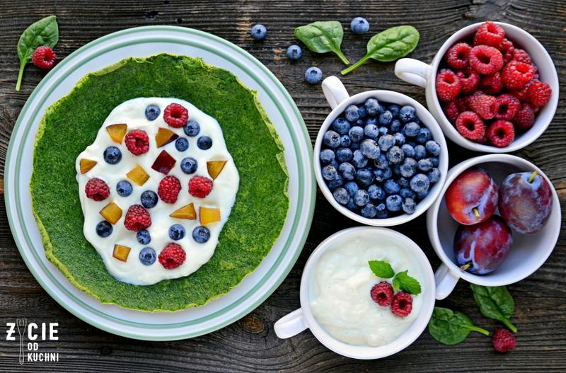 nalesniki, zielone nalesniki, szpinakowe nalesniki, pazdziernik sezonowe owoce pazdziernik sezonowe warzywa, sezonowa kuchnia, pazdziernik, zycie od kuchni