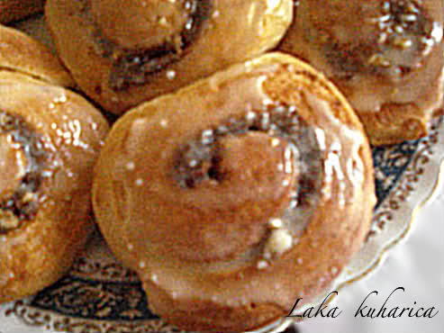 Old fashioned cinnamon buns by Laka kuharica: classic, mouth-watering buns are made in a bread maker.