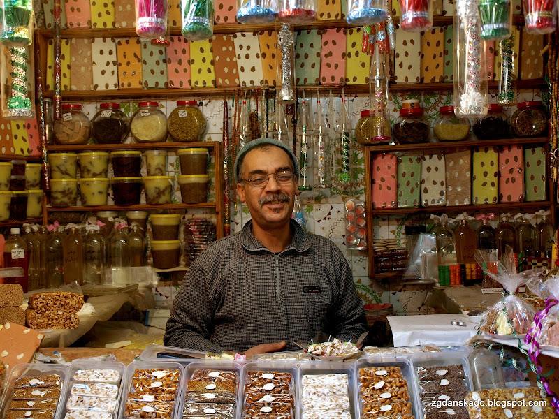 Fez - sprzedawca słodyczy