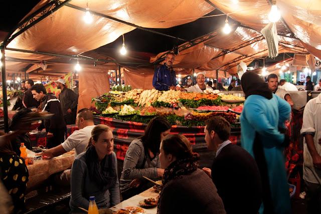 Puestos de comida callejeros en la plaza Jema El Fna