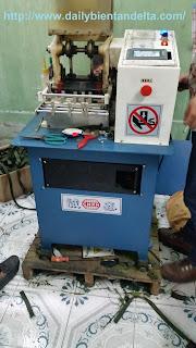 Hình ảnh máy cắt dây đai, cắt đai túi sách trong nhà máy bộ quốc phòng