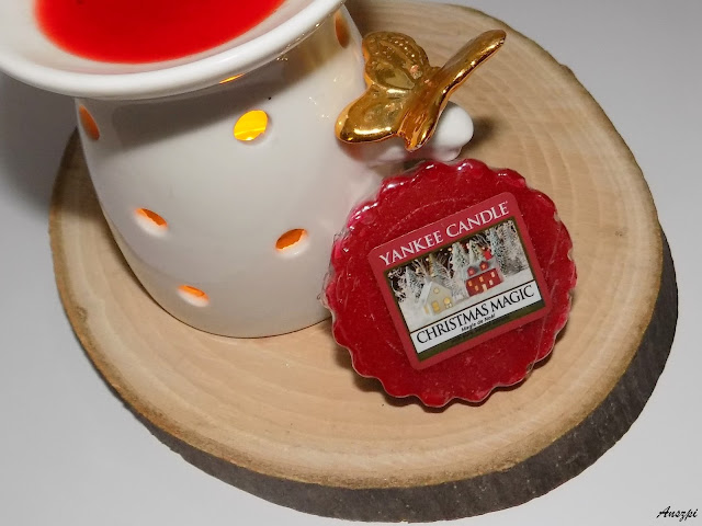 Zapach świąt umieszczony w wosku Christmas Magic, Yankee Candle