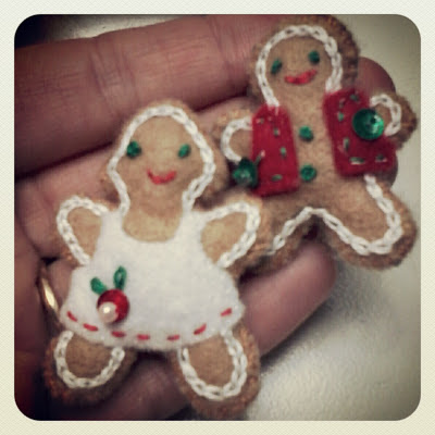 felt gingerbread boy and girl via foobella.blogspot.com