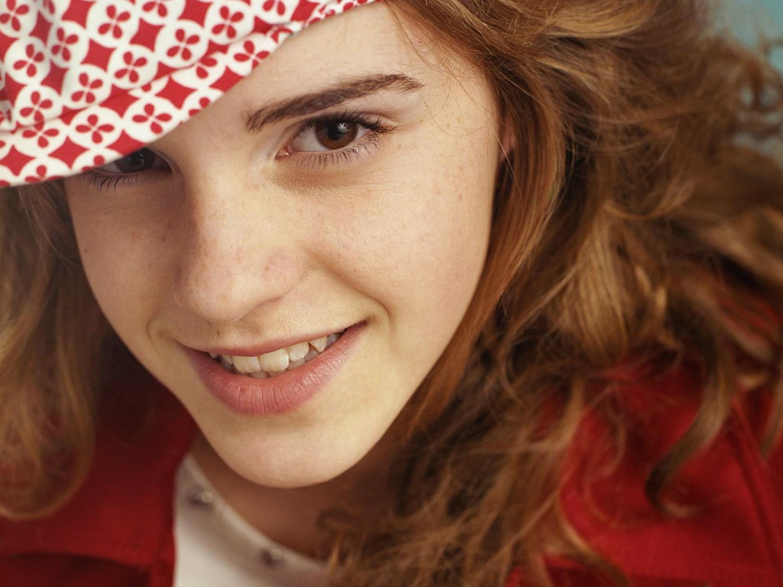 Famous and Interesting: Emma Watson Life Style 2011