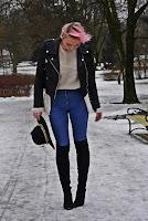 http://www.karyn.pl/2017/02/bezowy-sweter-i-spodnie-z-wysokim-stanem.html