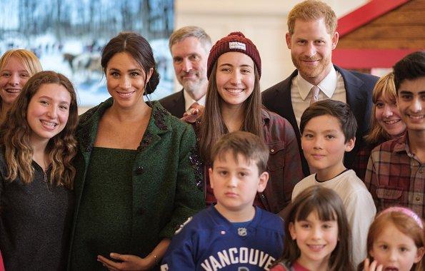 Duchess wore a custom Erdem green coat and dress, Aquazzura Deneuve pumps, Birks gold and opal earrings, a Kismet by Milka bracelet