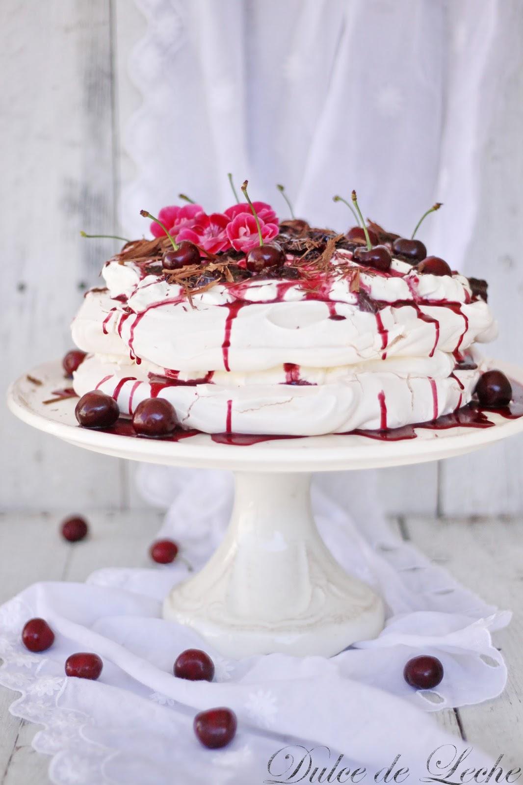 Torta Pavlova s čerešňovo vínovou omáčkou