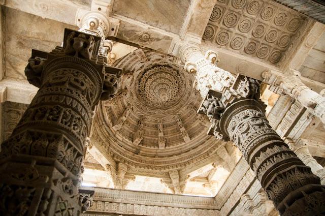 Recorriendo el El Templo de Chaumukha