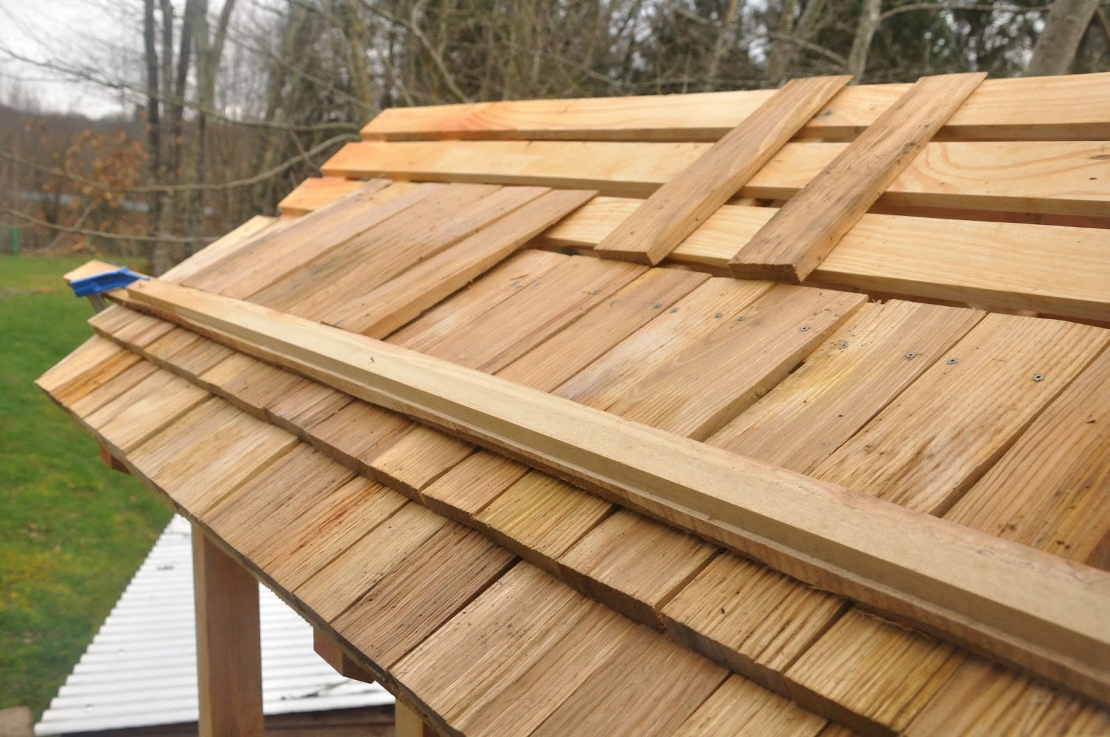 pose bardeaux bois fabricant bardeaux tavaillons tuiles bois pour toiture et toits luancienne. Black Bedroom Furniture Sets. Home Design Ideas