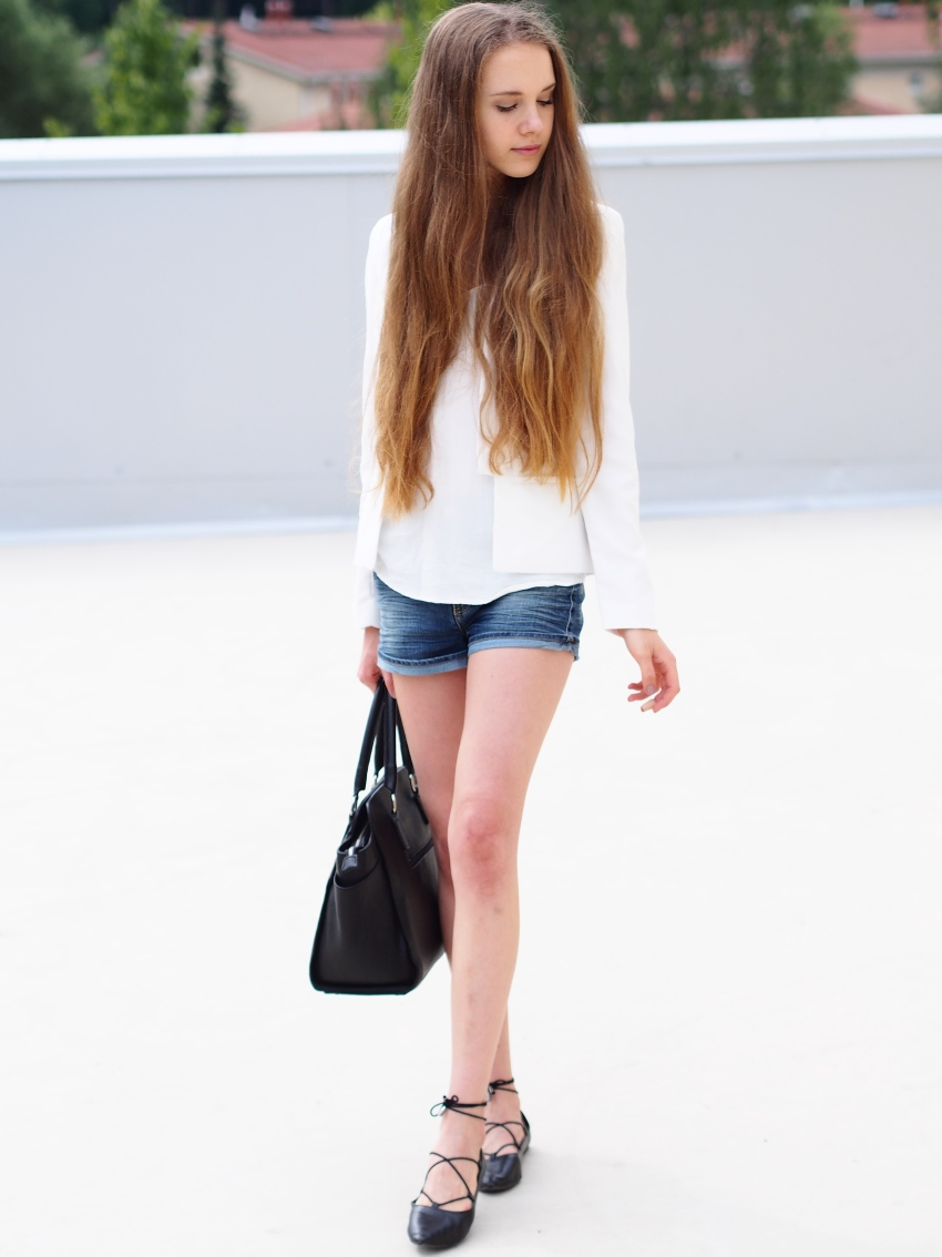 denim-shorts-and-white-top