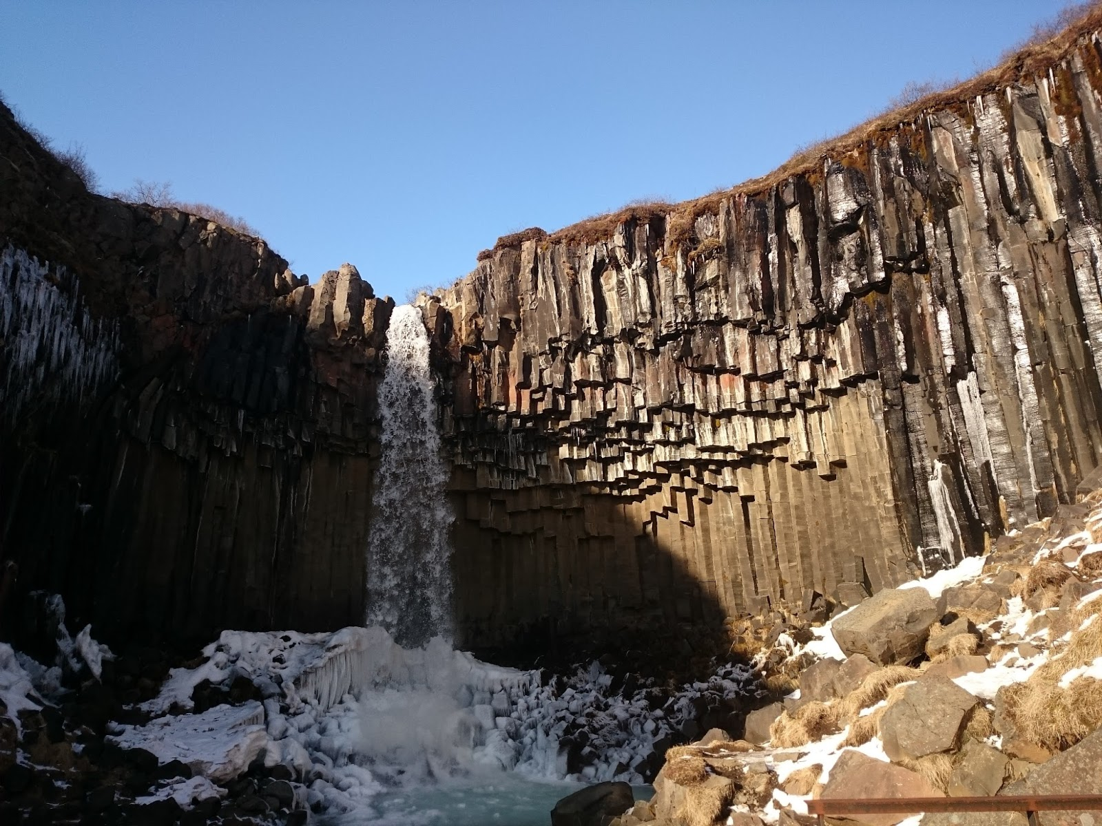 wodospad Svartifoss, islandzki wodospad, Park Skaftafell, islandzki park narodowy, Islandia, zwiedzanie Islandii, atrakcje Islandii