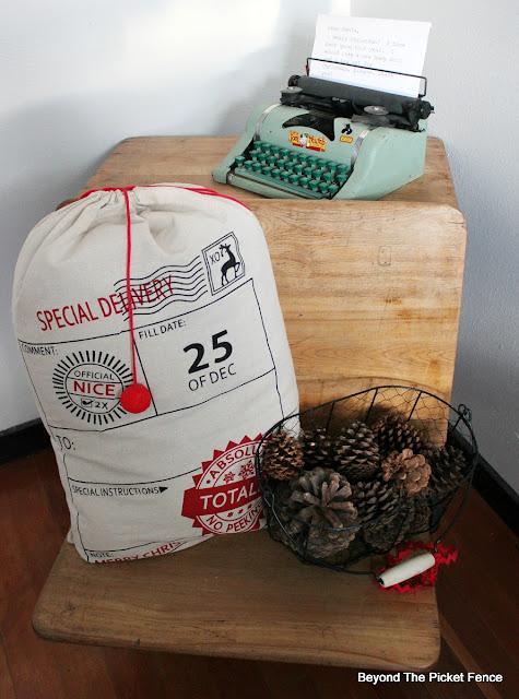entryway, child's desk, pinecones, Santa sack, https://goo.gl/xpejCP