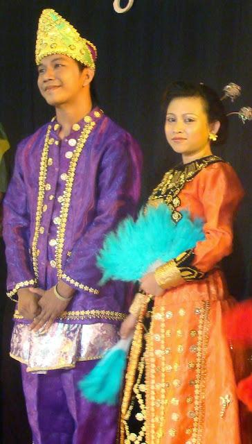 Provinsi Gorontalo - Pakaian Adat Tradisional Gorontalo