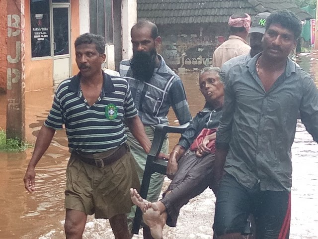 Sevabharthi's Disaster Management team secures isolated survivors during the ongoing #KeralaFloods.