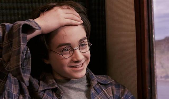 Conoce nueva tendencia de tatuarse cicatriz de Harry Potter