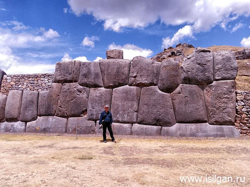 Saksajuaman-Sacsayhuaman-Svjashhennaja-Dolina-Inkov-Peru
