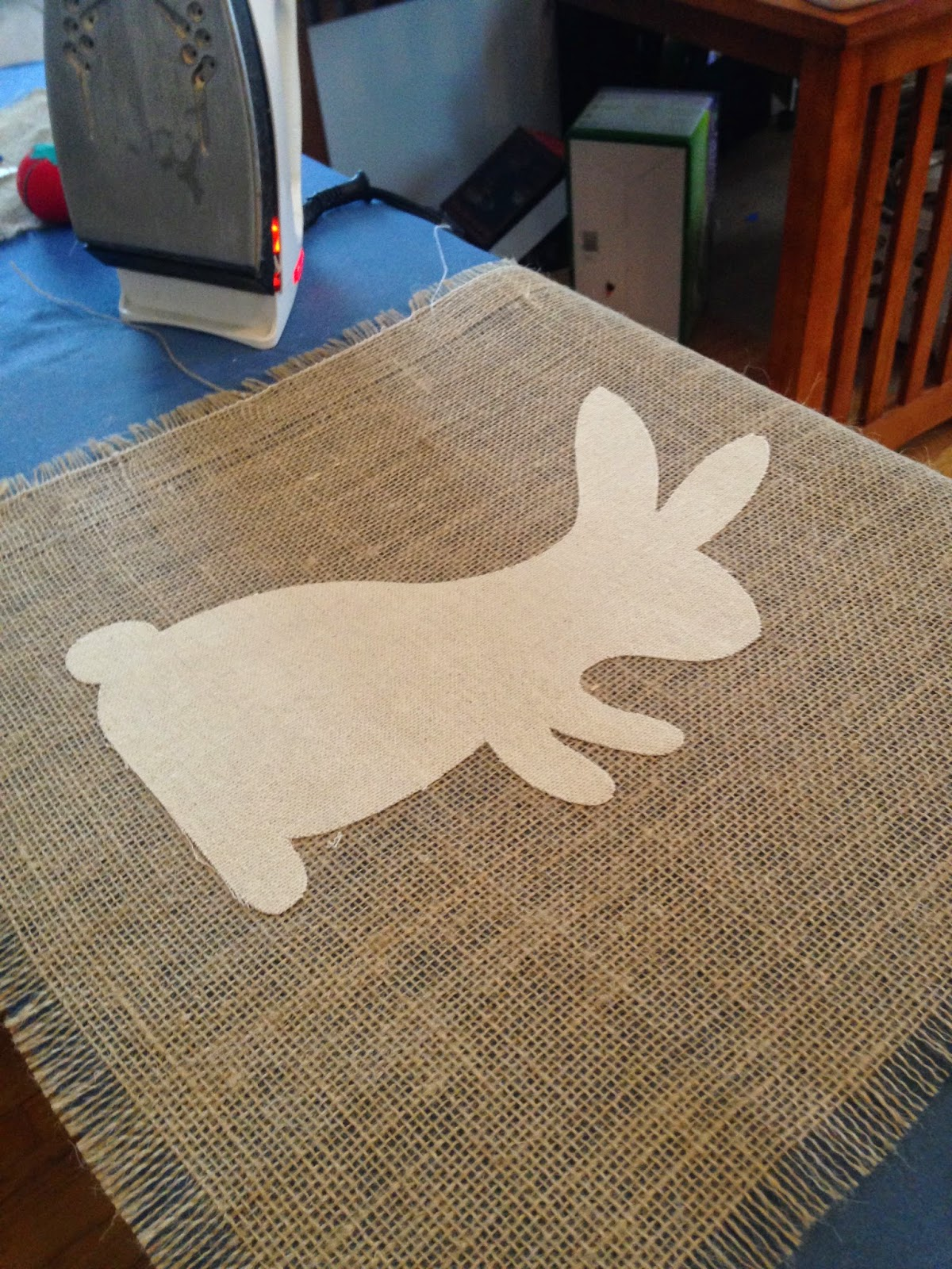 Silhouette project, Silhouette idea, easter bunny, table runner, burlap, iron