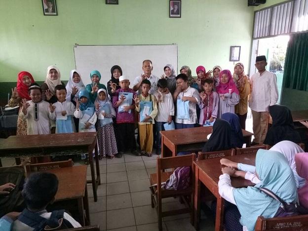 Kepala UPT Pendidikan Sukmajaya Tutup Sanlat di SDN Mekarjaya 30