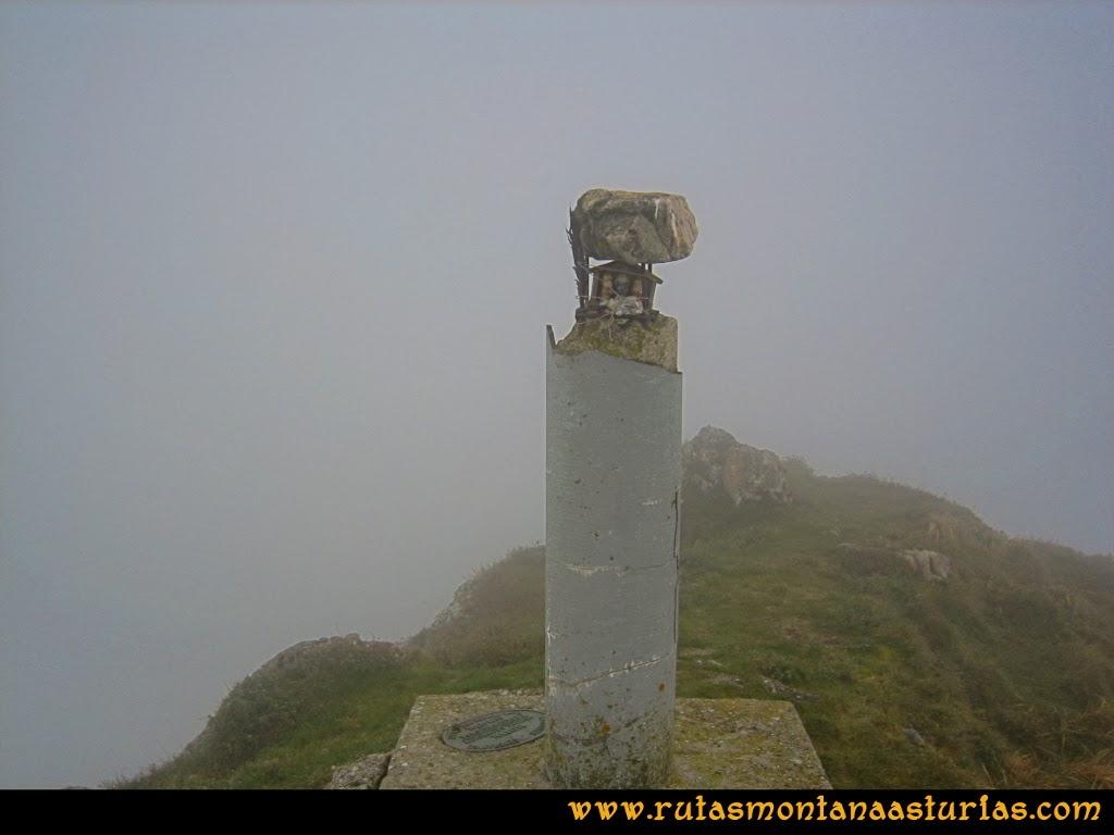 Rutas Montaña Asturias: Cima la Hoya con niebla