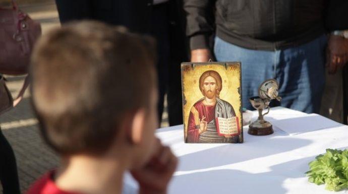 Απόφαση βόμβα: Αντισυνταγματική η αναγραφή θρησκεύματος και ιθαγένειας στα απολυτήρια