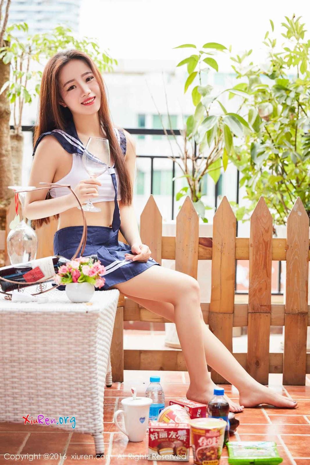 Gái xinh mặc váy siêu ngắn lộ cả quần lót
