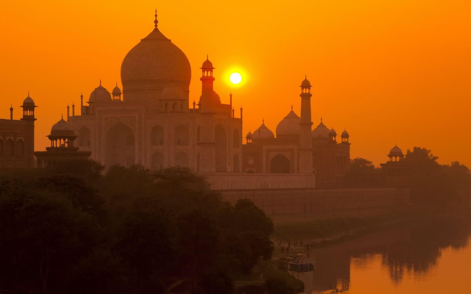 The Taj Mahal, India HD Wallpaper