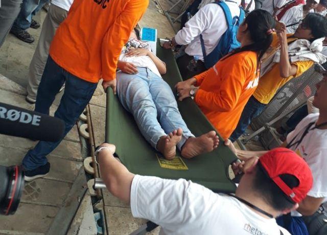 Seorang Pendukung Pingsan Tepat di Samping Jokowi yang Tengah Berorasi