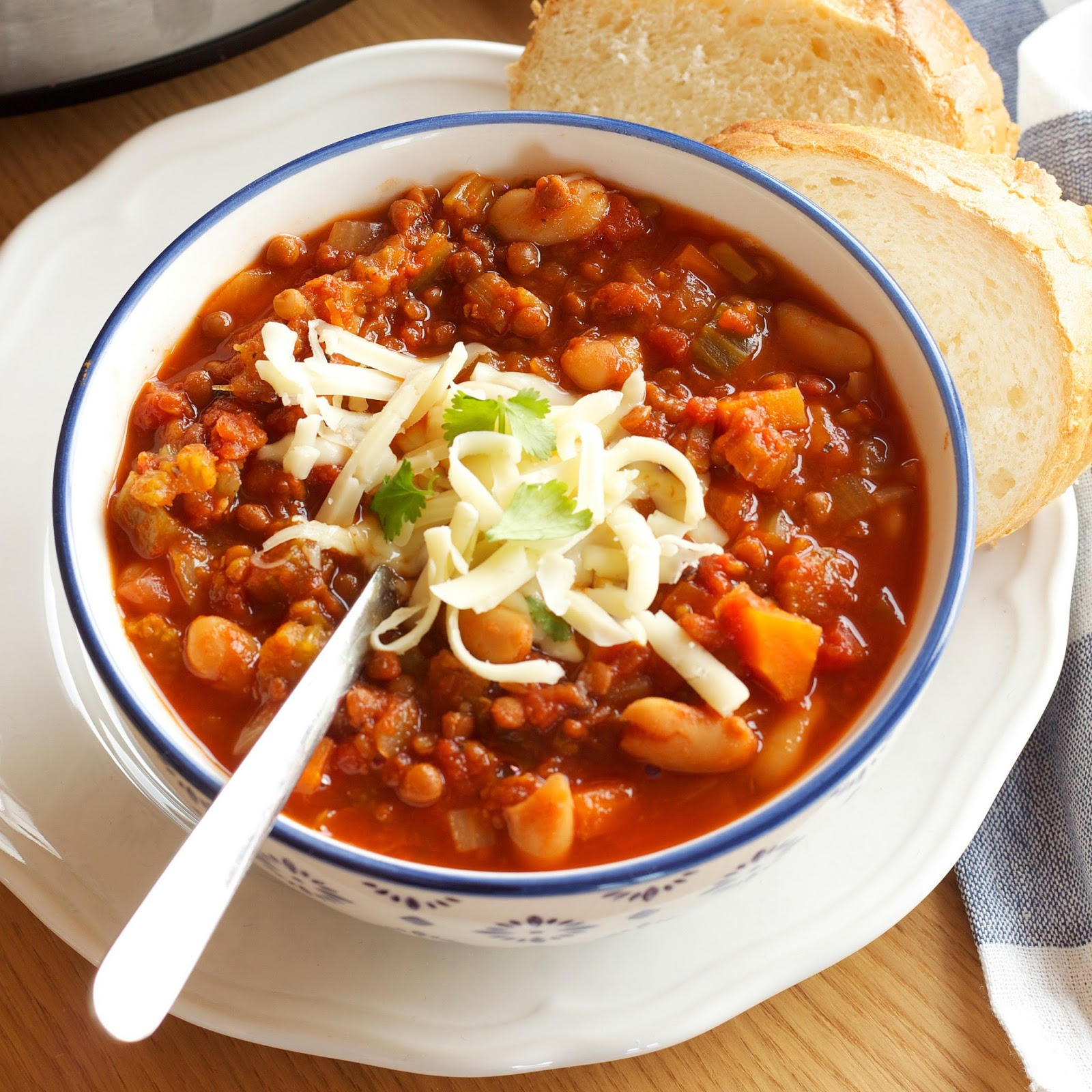 The Busy Baker: Crock Pot Vegetarian Chili (Slow Cooker