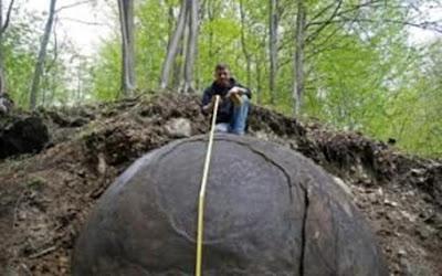 Batu Bulat Raksasa Misterius di Hutan Bosnia