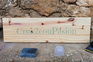 Stencil-azulejo-hidráulico-perchero-handmade-Crea2-Con-Pasión-madera-de pino-original