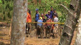 Ujang Rustaman korban di temukan tertimbun material tanah sedalam 2 meter lebih dalam keadaan berdiri