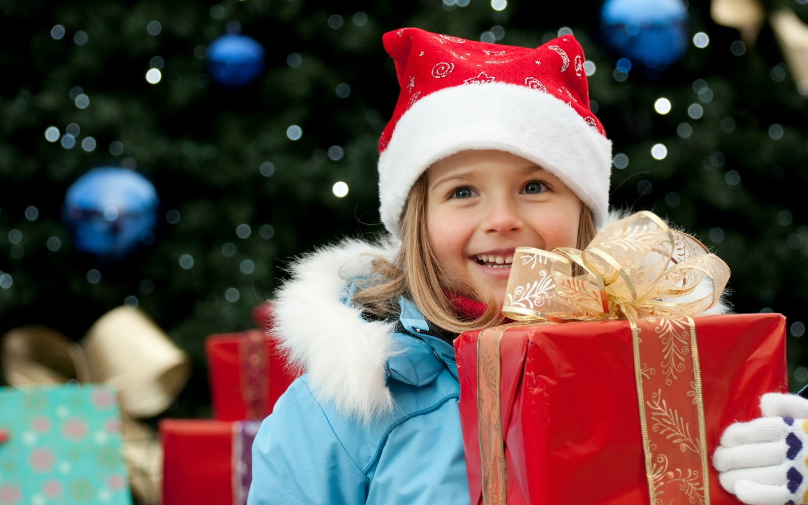 kid smile with christmas gift celebration pictures free downloadjpg - Kids Images Free Download