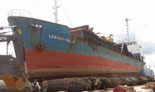 Foto Kapal Lestari Maju, Tertulis Kapal Motor Penumpang (KMP)