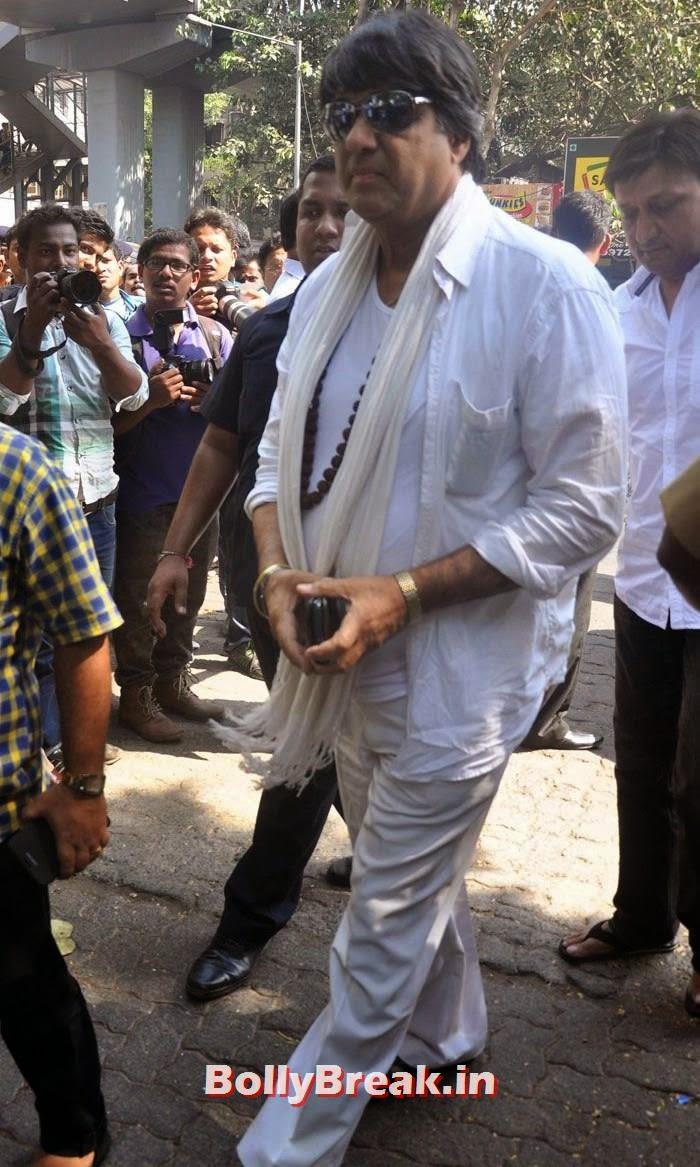Mukesh Khanna, Celebs Visit Ravi Chopra's Funeral