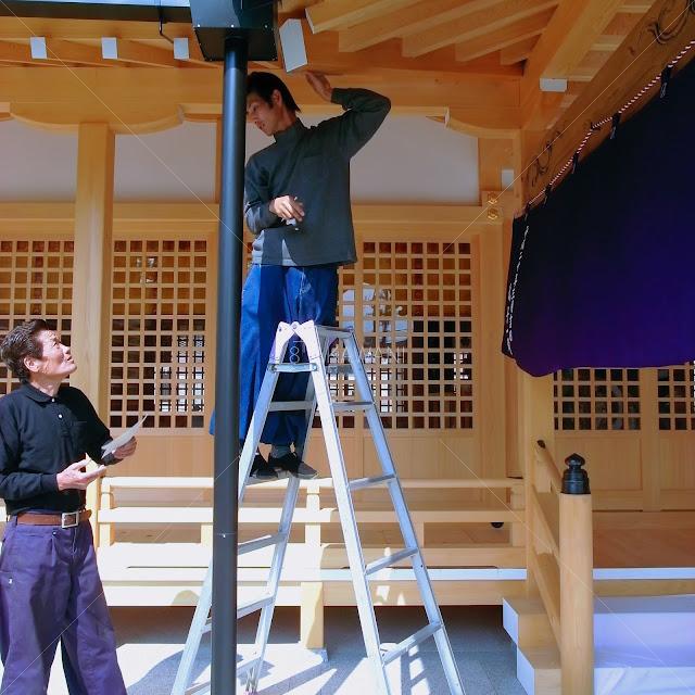 奈良県田原本町 津島神社 祇園神社 拝殿の飾り金物の採寸型取り ブリキ職人と助っ人