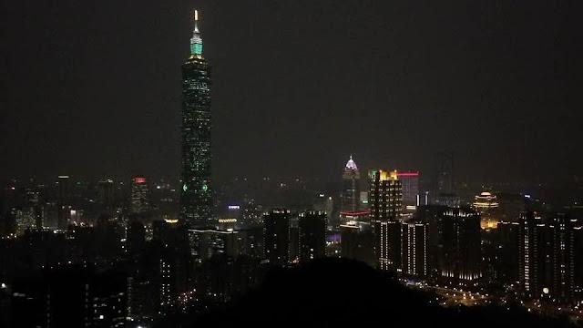 【旅遊片】欣賞不一樣的夜台北 象山瞭望台與松山機場