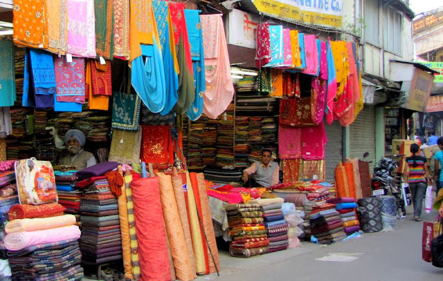 markets in dehradun shopping places
