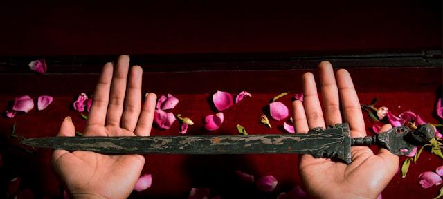 Warisan Dari Nenek Moyang, Bolehkah Menyimpan Benda Pusaka Menurut Islam?