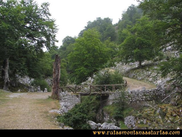 Mirador de Ordiales y Cotalba: Cruzamos puente sobre Redemuña