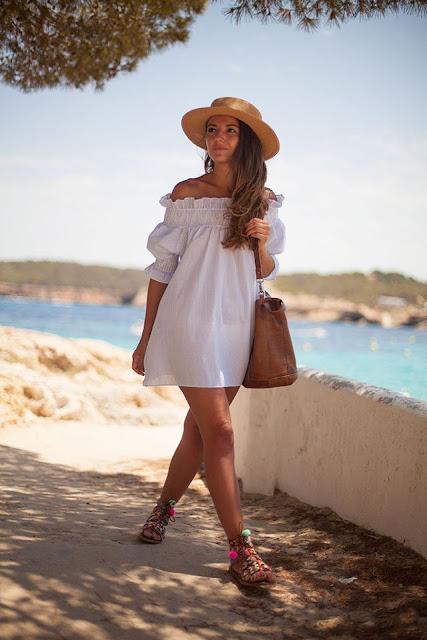 letnia sukienka, sukienki, letni must have, must have sezonu, trendy, porady stylisty, modne trendy, sukienka na lato, moda blog, kobiety styl życia, moda damska, jaka sukienka na lato, sukienki, sukienka z odkrytymi ramionami, hiszpanka, hiszpański dekolt