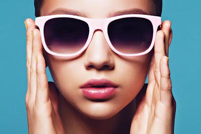 a4e12572cb Nous vous proposons un petit tour d'horizon des meilleures lunettes de  soleil pour femme à petit visage.