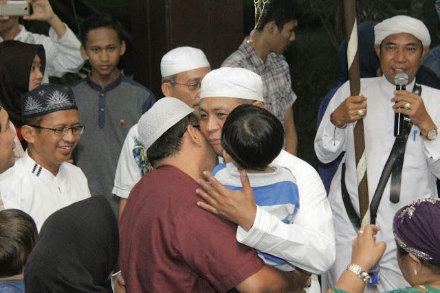 RELIGIUS - Suasana suka cita dan penuh religius juga mewarnai penyambutan Paman Birin  dan keluarga saat tiba Bandara Syamsudin Noor dan di kediaman dinas, Jl R Suprapto Banjarmasin Tengah, Sabtu (9/9/2017) malam.