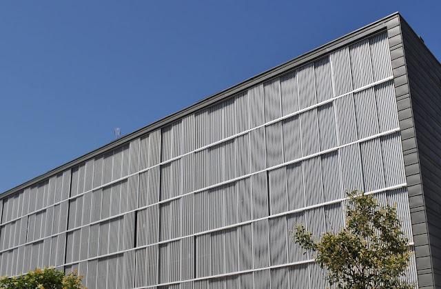 Fachada tecnológica,Fachada ventilada de Zinc, Arquitectura Singular,Fachada de lamas de aluminio extrusionado, El hábito de hacer las cosas bien, Cipres SL