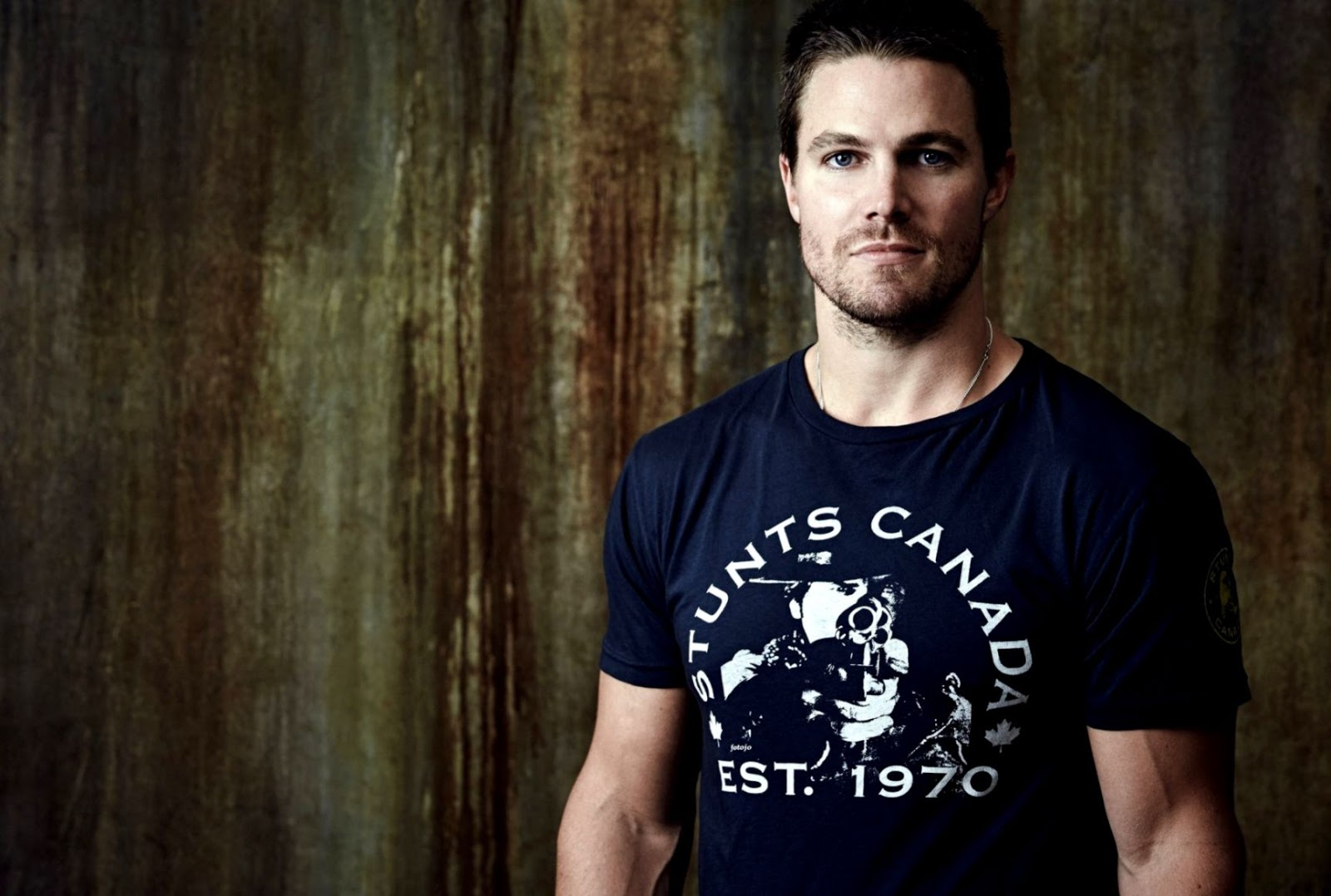 Stephen Amell Actor Arrow Oliver Queen Hd Wallpaper Eazy Wallpapers