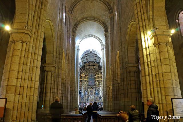 Interior de la catedral de Oporto