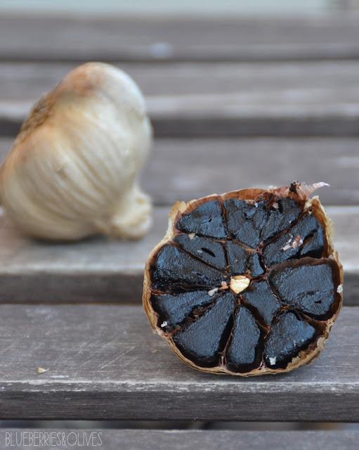 Crema fría de ajo negro y frutos secos 2