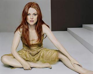 Julianne Moore Bare Feet Sitting On Floor