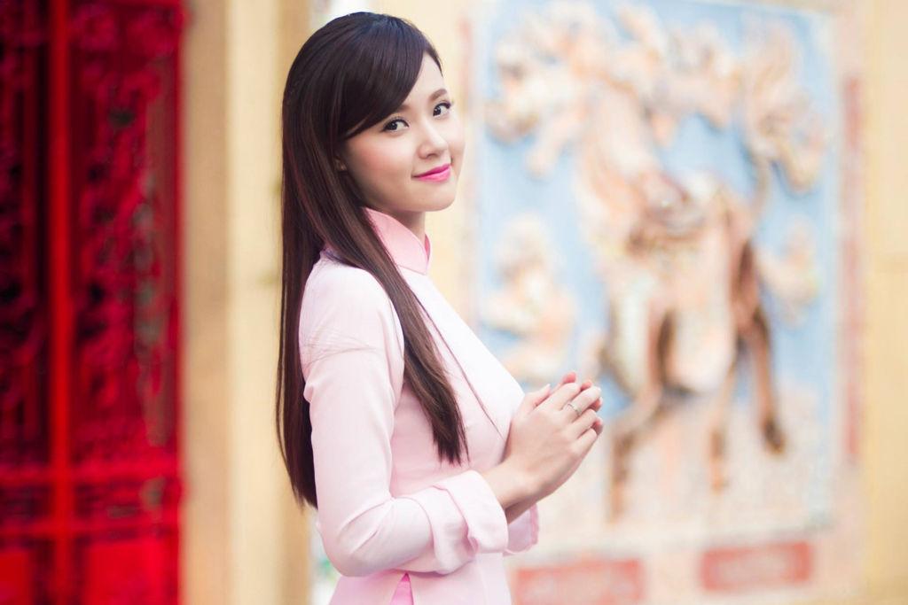 Hotgirl Midu điệu đà trong tà áo dài Việt