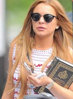 Benarkah Lindsay Lohan Masuk Islam? Ternyata Ini Alasannya